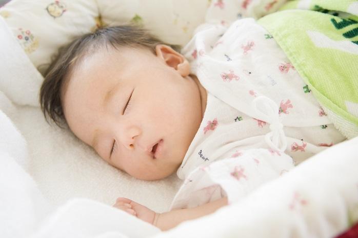 気持ちよさそうに寝ている赤ちゃん