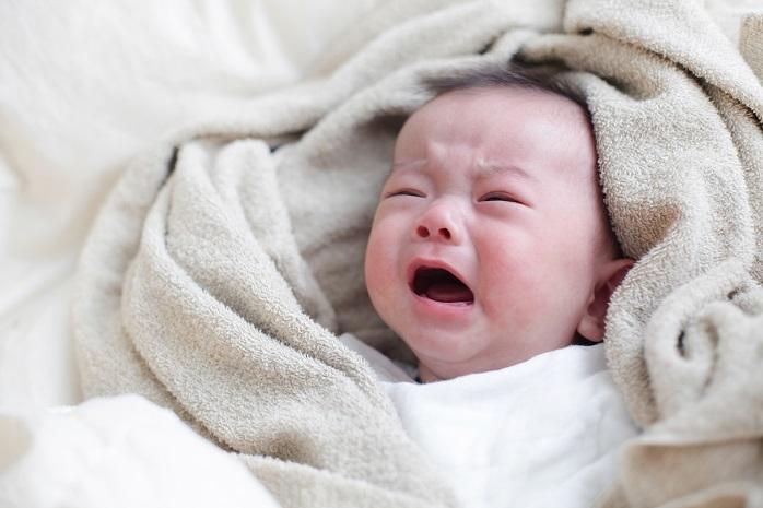機嫌が悪くて大泣きする赤ちゃん
