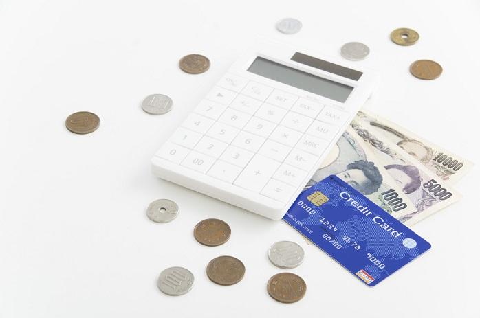 お金と電卓とクレジットカード