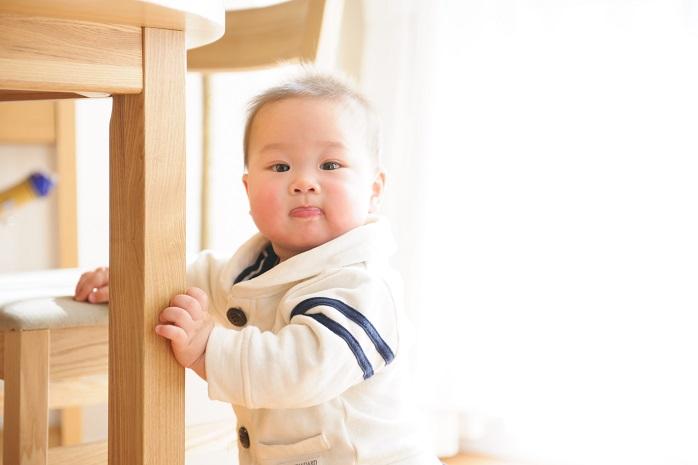 つかまり立ちの頃(5~8ヶ月)の赤ちゃん